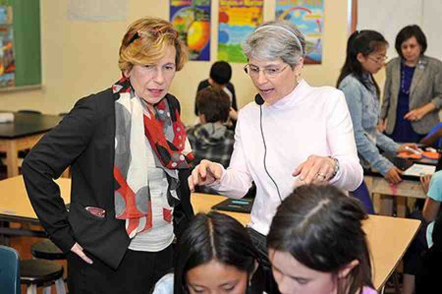 Weingarten at a San Francisco middle school